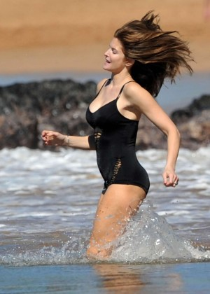 Stephanie Seymour in Black Swimsuit -27