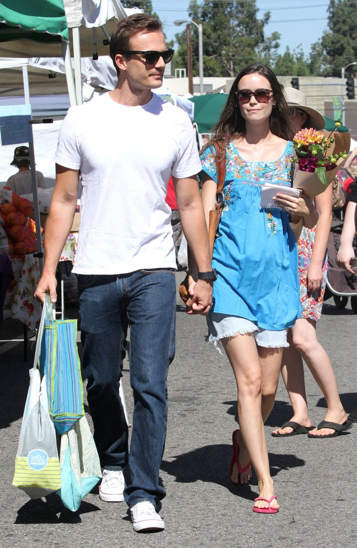 Summer Glau - Shopping at the Farmers Market in LA