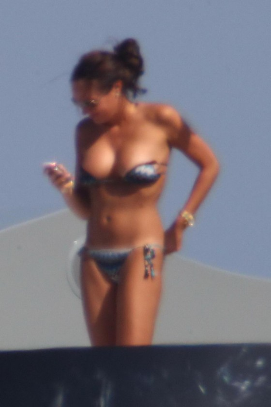 tamara-ecclestone-bikini-candids-in-sardinia-italy-17