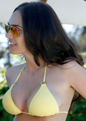Tamara Ecclestone in a Yellow Bikini in St Tropez-01