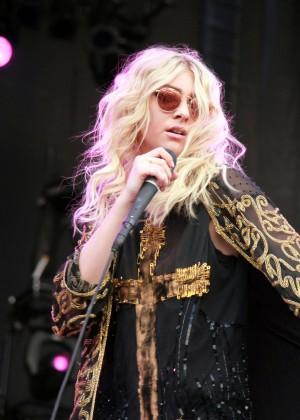 Taylor Momsen Performs at 2014 iHeartRadio Music Festival in Las Vegas