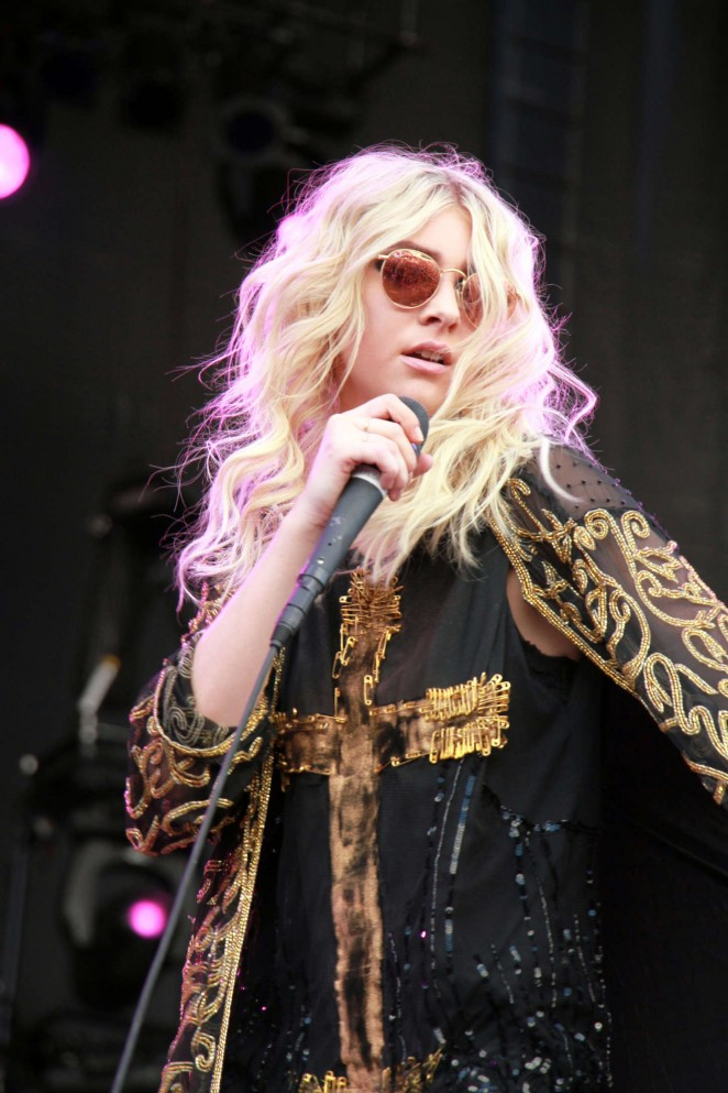 Taylor Momsen Performs at 2014 iHeartRadio Music Festival in Las Vegas