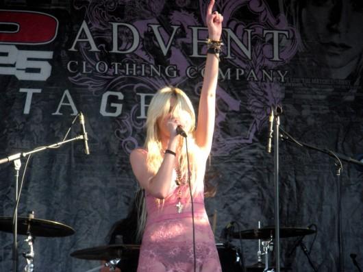 Taylor Momsen – Vans Warped Tour in Pomona