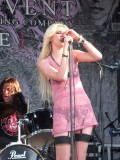 taylor-momsen-vans-warped-tour-in-pomona-02