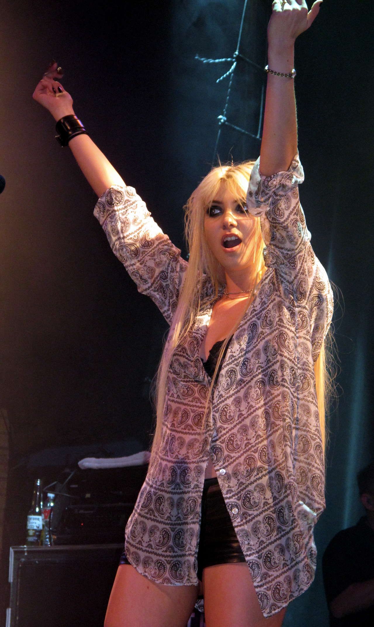 Taylor Momsen got lapdance from Jenna Haze on stage in House of Blues-32