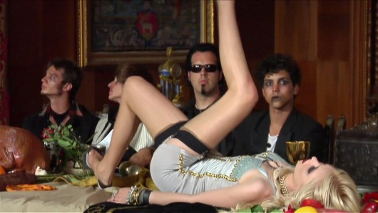 """Taylor Momsen – """"Miss Nothing"""" Video Caps"""
