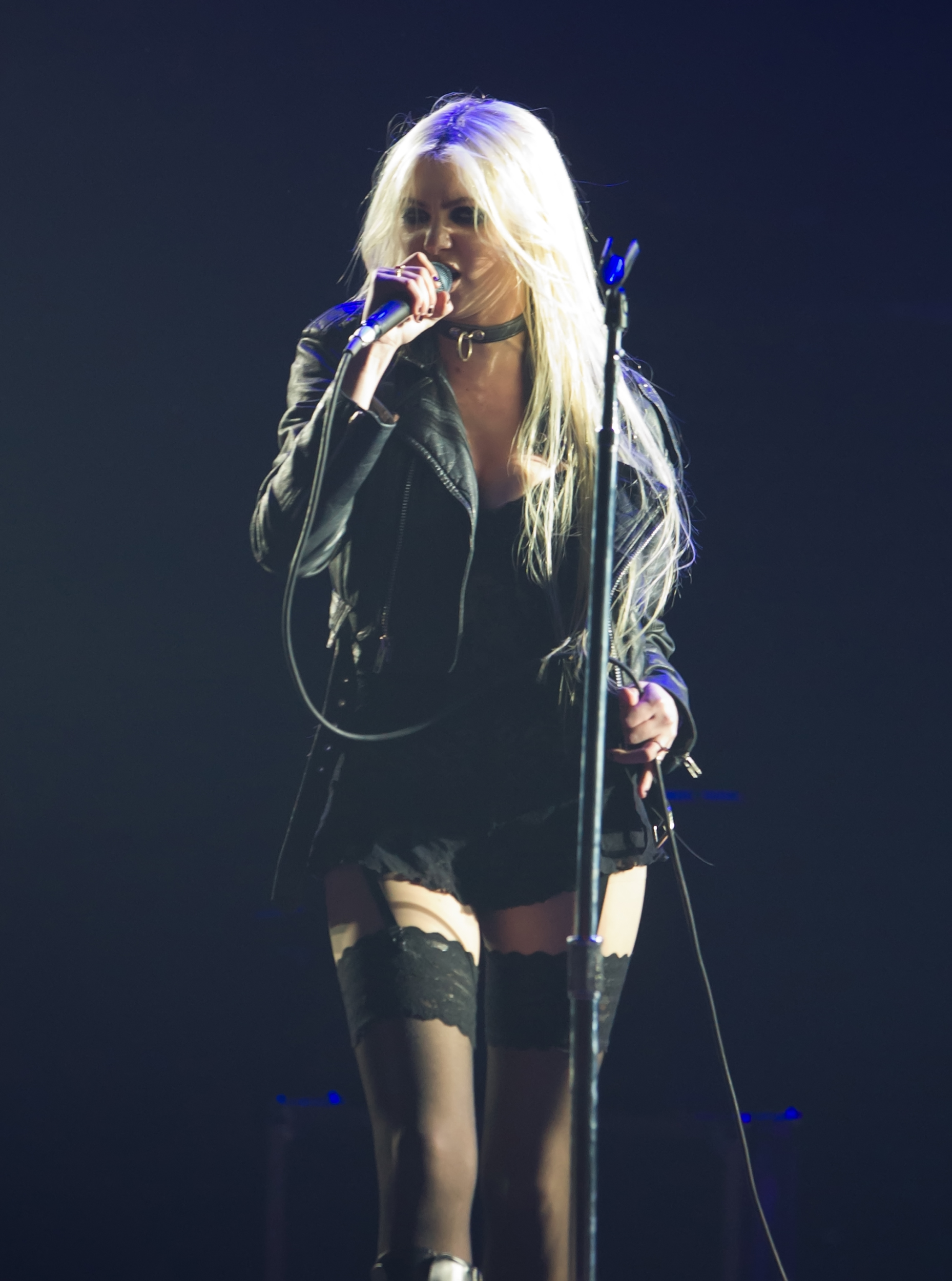 Taylor Momsen 2011 : Taylor Momsen performing at the Guns N Roses concert in New Jersey-04
