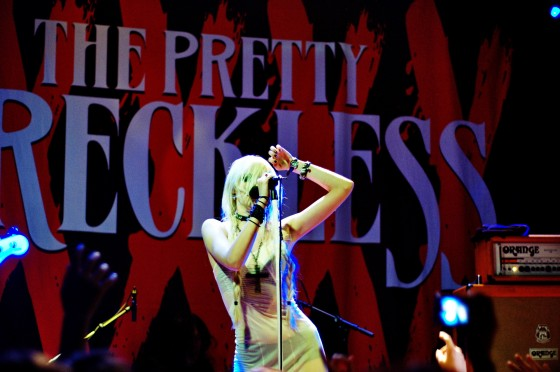 taylor-momsen-performance-at-amsterdam-live-june-9-08