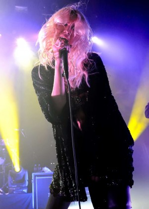 Taylor Momsen - Performs Live at The Pretty Reckless in Austin