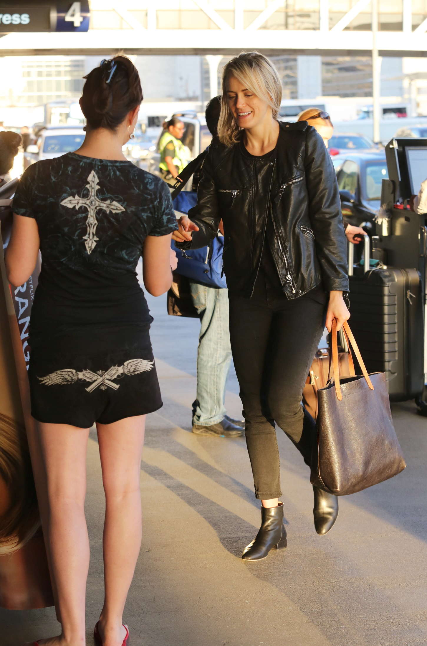 Taylor Schilling in Tight Pants -10 | GotCelebTaylor Schilling Argo
