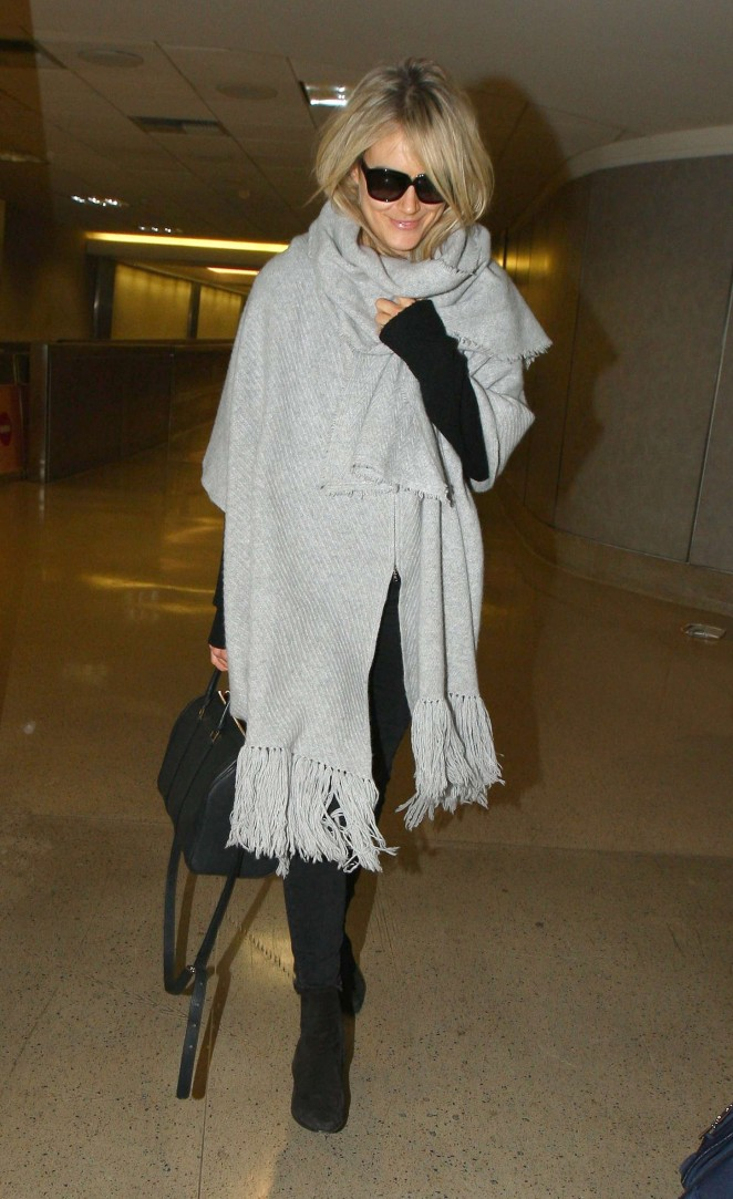 Taylor Schilling at LAX -01