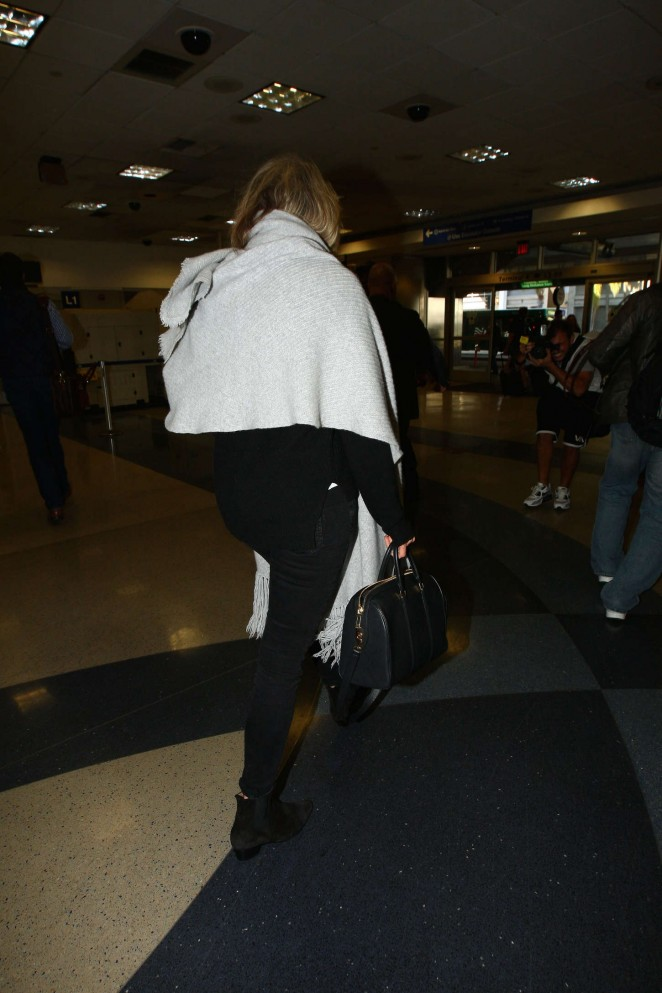 Taylor Schilling at LAX -04