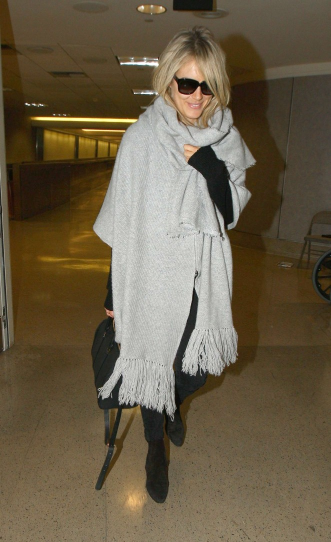 Taylor Schilling at LAX -05