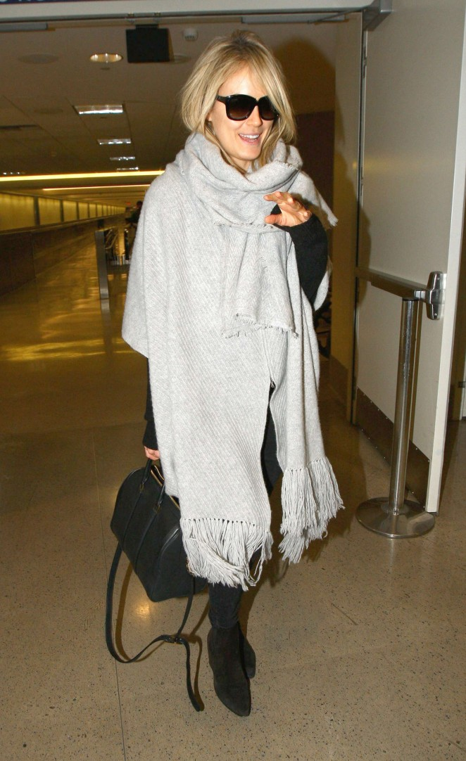 Taylor Schilling at LAX -08