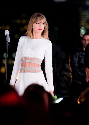 Taylor Swift - '1989' Secret Session with iHeartRadio in New York City