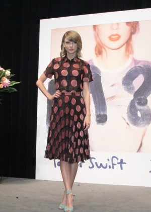 Taylor Swift - 1989 Tokyo Press Conference -01