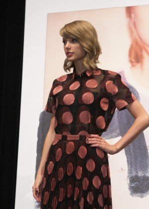 Taylor Swift - 1989 Tokyo Press Conference -05