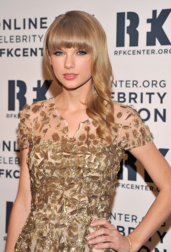 Taylor Swift – 2012 Ripple Of Hope Gala in New York