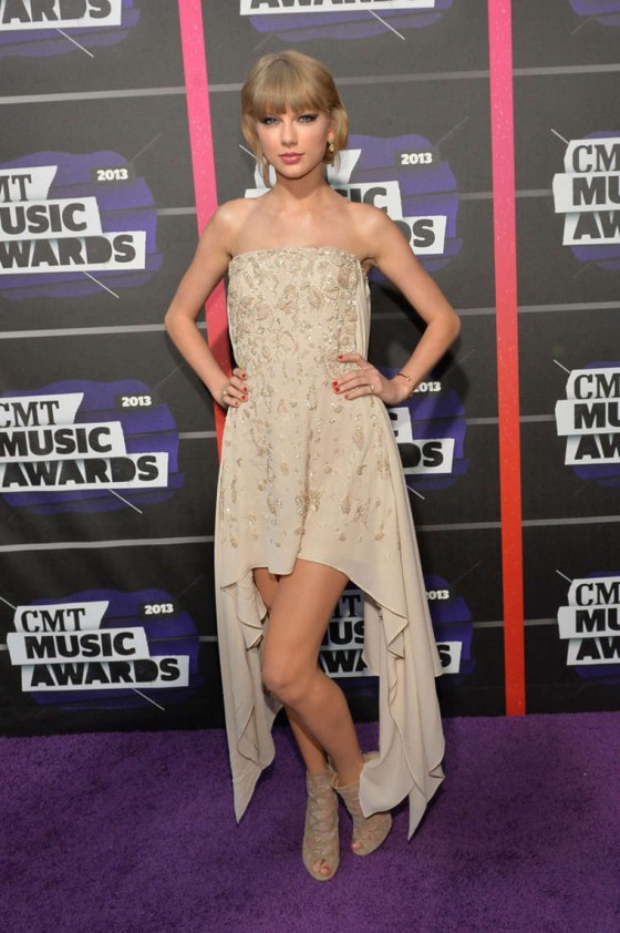 Taylor Swift – 2013 CMT Music Awards -08