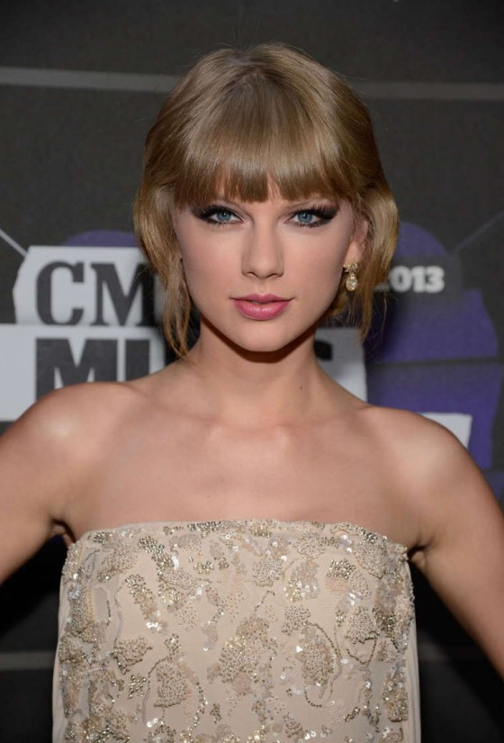 Taylor Swift – 2013 CMT Music Awards -10