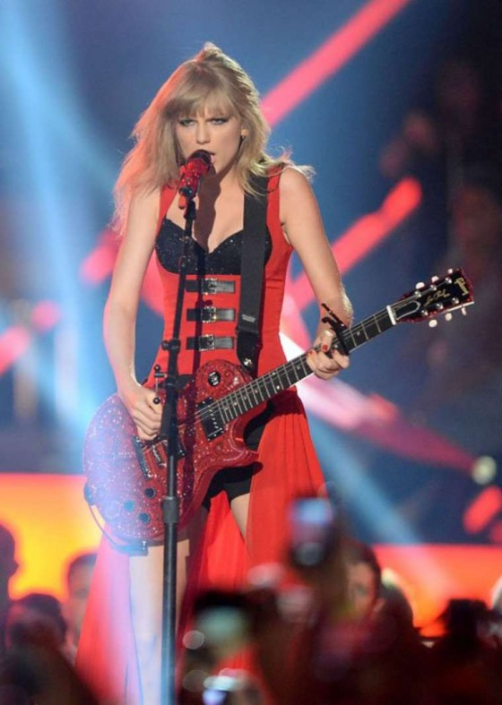 Taylor Swift – 2013 CMT Music Awards -13