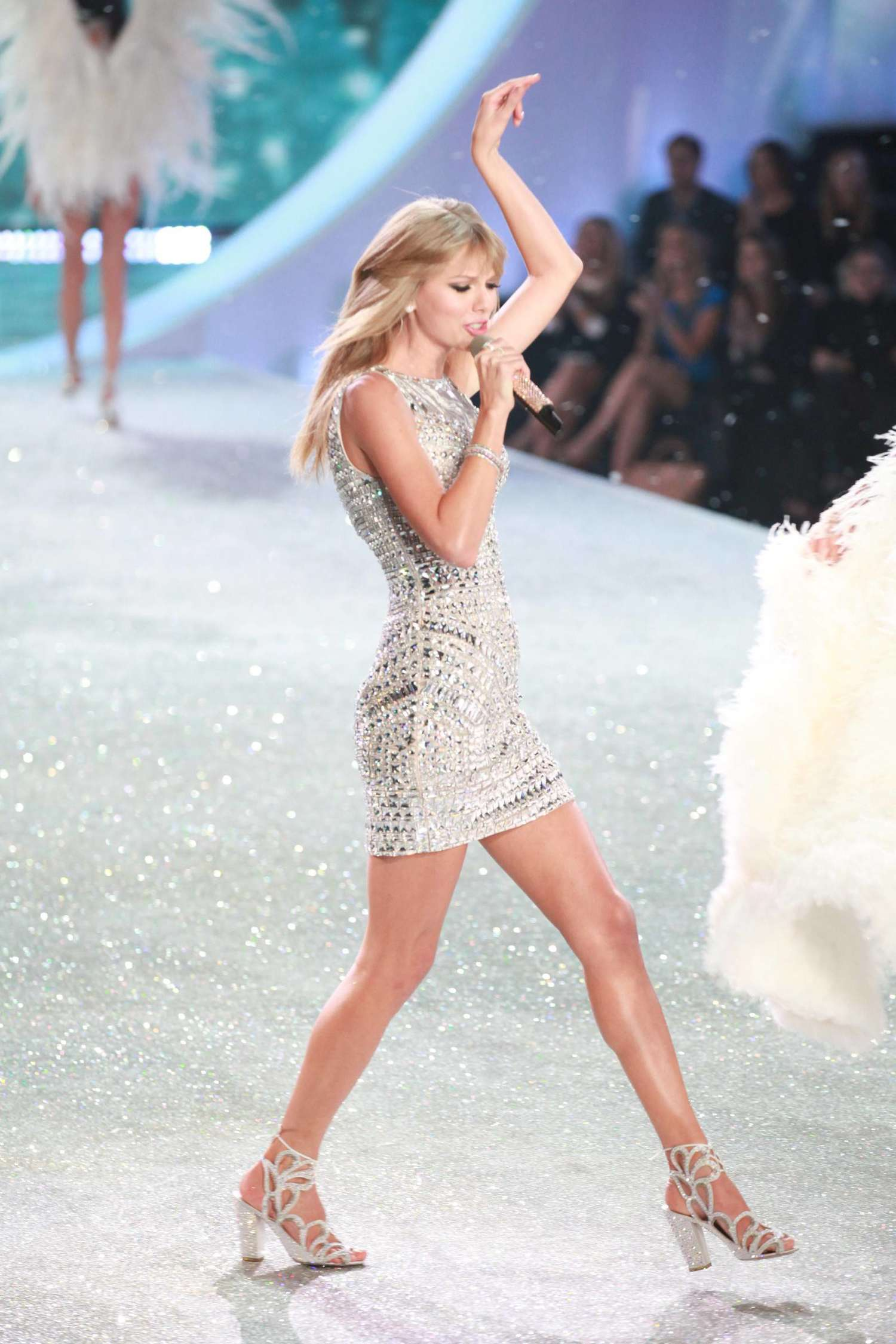 Taylor Swift 2013 Vs Fashion Show 19 Gotceleb