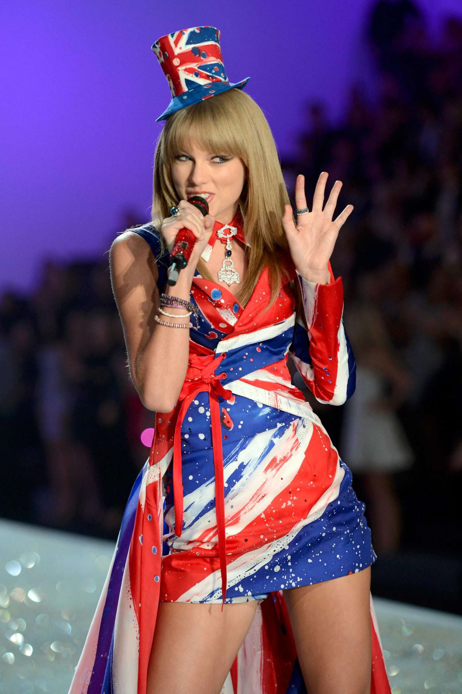 Taylor swift 2013 vs fashion show 22 gotceleb Taylor swift style live vs fashion show