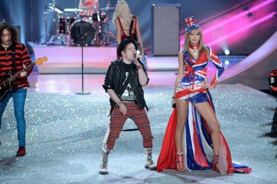 Taylor swift 2013 vs fashion show 24 gotceleb Taylor swift style live vs fashion show