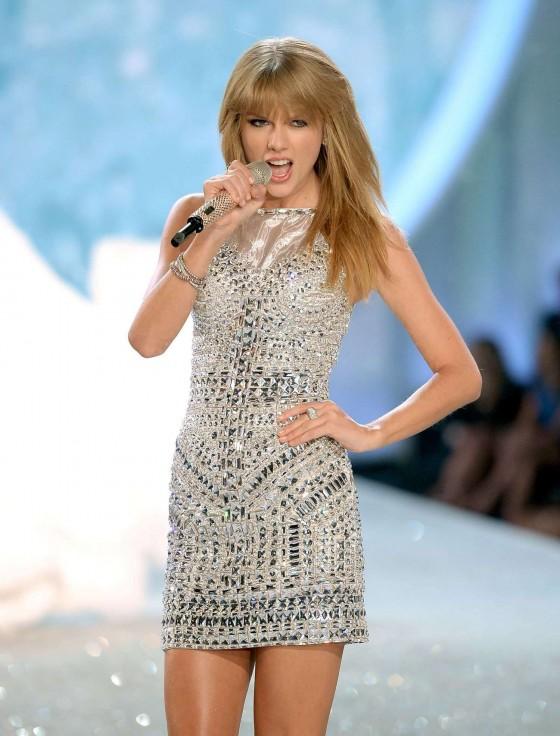 Taylor swift 2013 vs fashion show 41 gotceleb Taylor swift style live vs fashion show