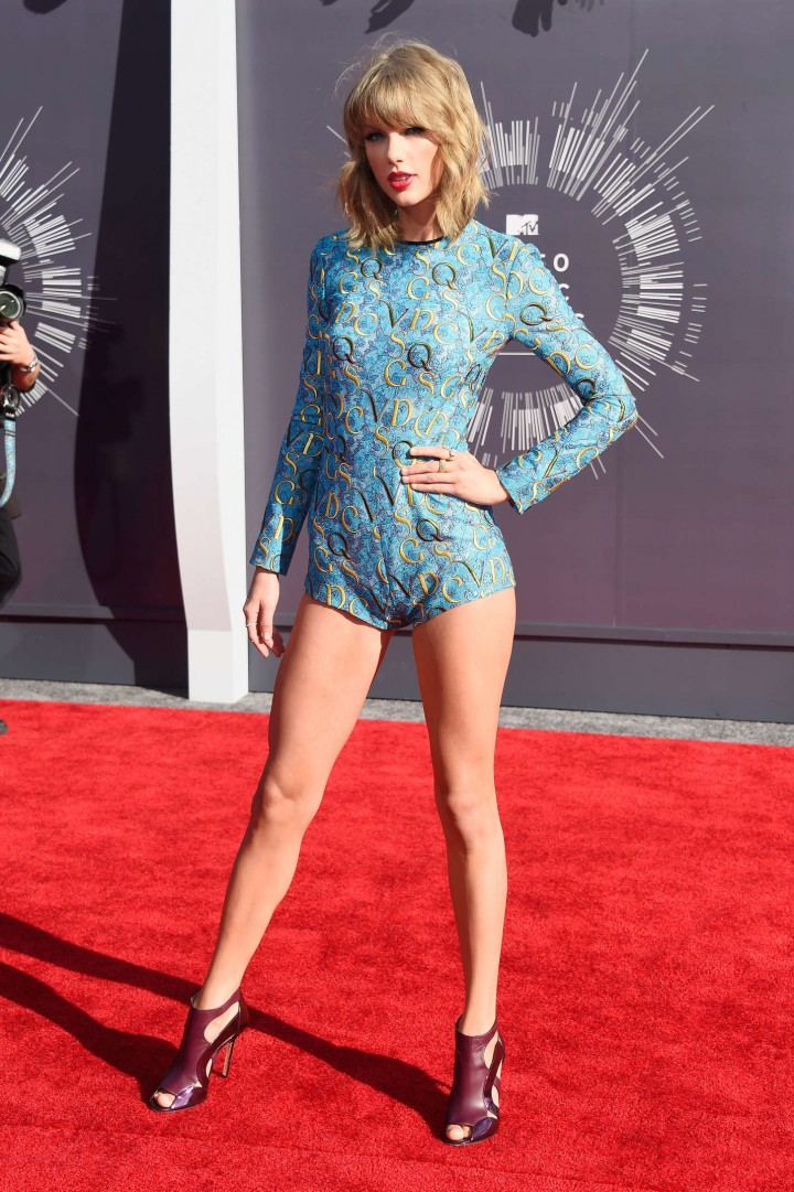 Taylor Swift Looks Hot on Red Carpet - MTV Video Music Awards 2014 in Inglewood