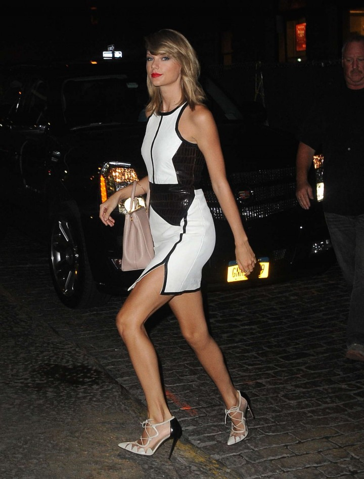 Taylor Swift in White & Black Dress Arriving at her Apartment in NY