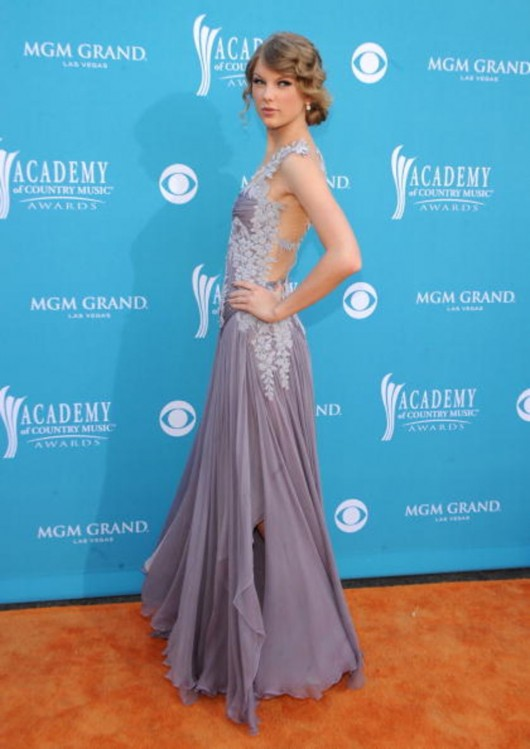 taylor-swift-at-45th-annual-academy-of-country-music-awards-07