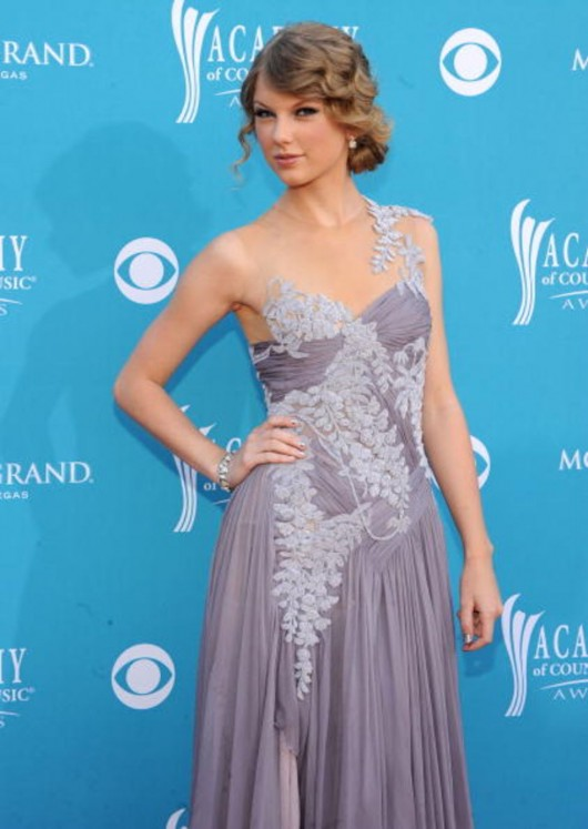 taylor-swift-at-45th-annual-academy-of-country-music-awards-09
