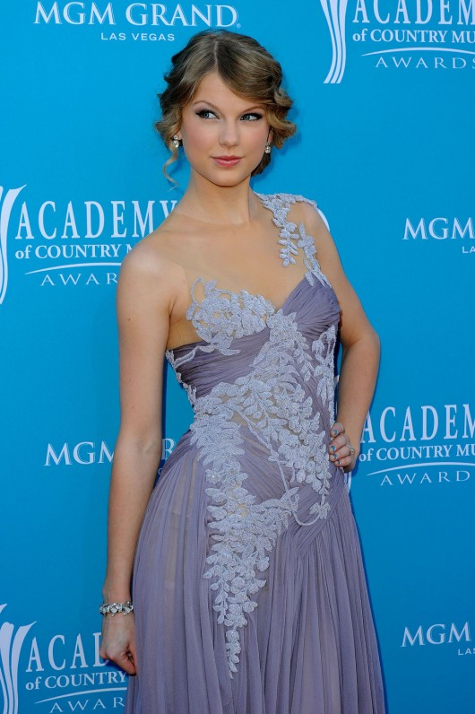 taylor-swift-at-45th-annual-academy-of-country-music-awards-13