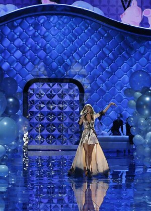 Taylor Swift: Performs at VS Fashion Show 2014 -02