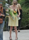 taylor-swift-candids-at-jfk-memorial-in-virginia-02