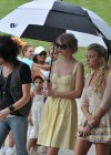 taylor-swift-candids-at-jfk-memorial-in-virginia-03