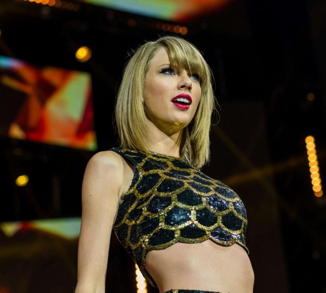 Taylor Swift – Capital FM's Jingle Bell Ball in London
