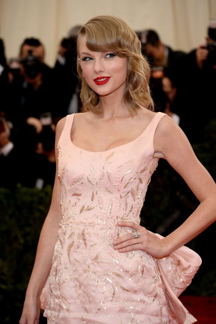 Taylor Swift – Charles James: Beyond Fashion Costume Institute Gala in NY