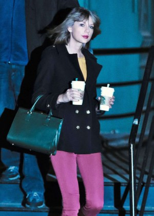 Taylor Swift in Pink Pants Leaves Her Apartment in New York