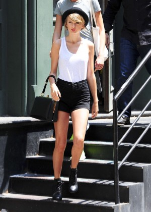 Taylor Swift in Tank top and shorts -05