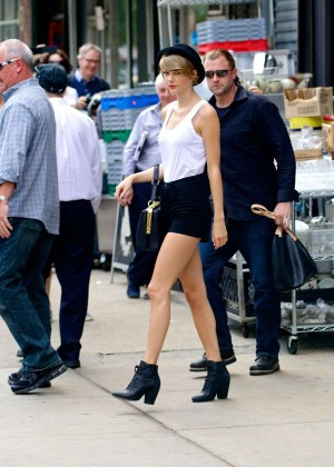 Taylor Swift in Tank top and shorts -21