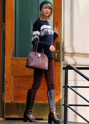 Taylor Swift in Tight Pants and Boots Leaving her apartment in NYC