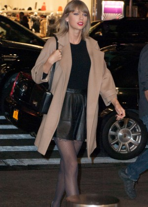 Taylor Swift in Mini Skirt Leaves her New York apartment
