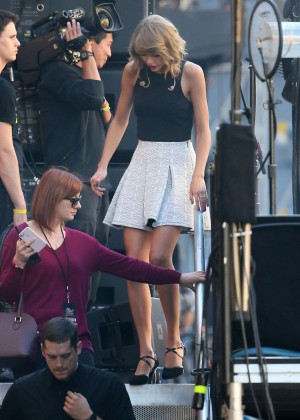 Taylor Swift - Leaves Jimmy Kimmel Live in Hollywood