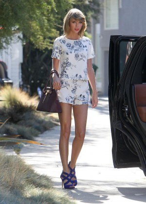 Taylor Swift Shows Her Leggy - Leaving a medical building in LA