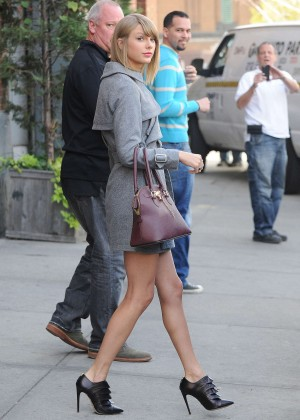 Taylor Swift in Shorts Leaving a Photo Studio in New York City