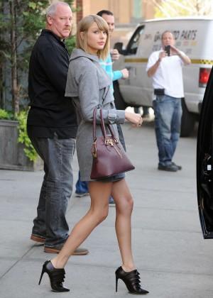 Taylor Swift Leggy in Shorts -05