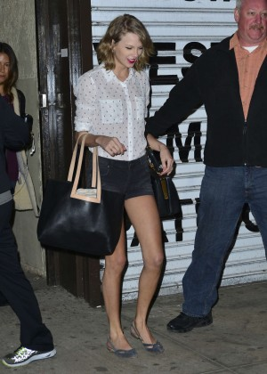 Taylor Swift leaving a workout studio in NYC -01