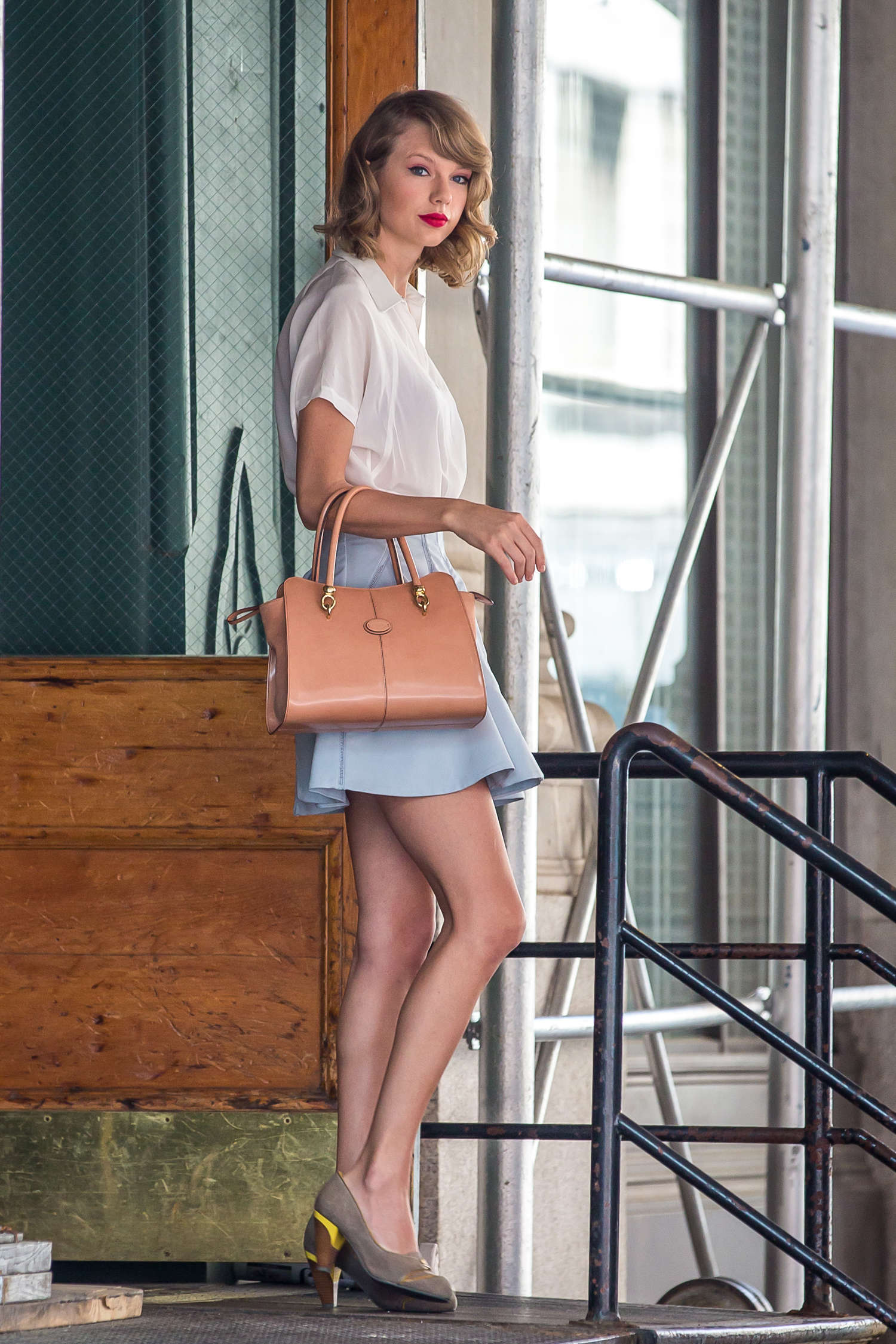taylor swift in short mini skirt 06 � gotceleb